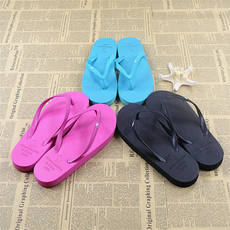 New Leisure Casual Fashion Lady Flat with Cartoon Character Flip Flops Casual Beach Flip Flops Solid Color Home