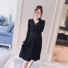 Maternity wear 2018 autumn new Korean version of the V-neck button sweater A version of fashion slim pregnant women hot mom dress