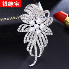 Fashion Simple Artificial Pearl Starfish Snowflake Brooch Ms. Korean Cardigan Corsage Collar Needle Large Scarf Scarf buckle