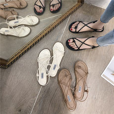 2019 new sandals female summer flat pinch students Korean version of the wild beach holiday Rome beach shoes fairy wind