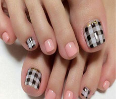 Guangzhou 虞美人名人美甲馆 Elegant plaid control 甲油胶 Barbie Manicure Nail