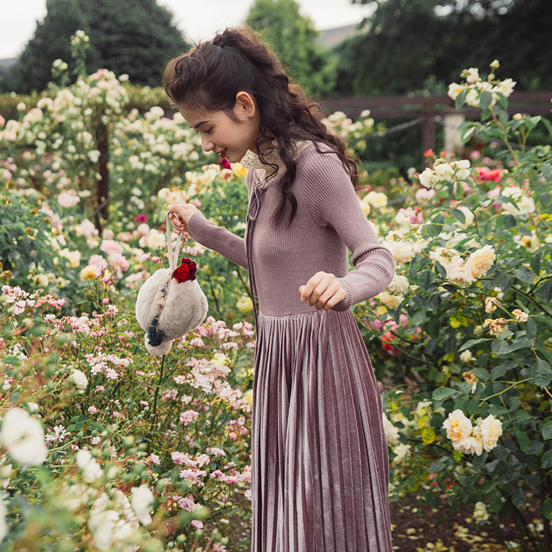 彼得潘大叔《心素如简》豆沙紫中长款拼接丝绒针织连衣裙2018春装