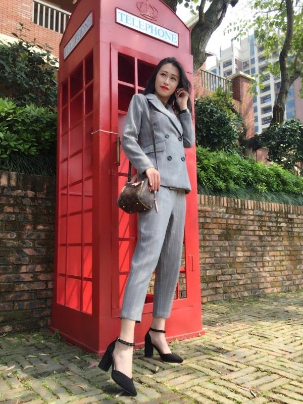 你们家的衣服简直太好看了!!!每件都好喜欢!!质量超好的!!值得购买!!