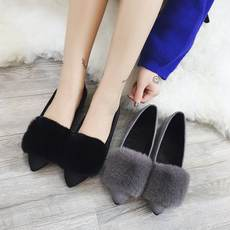 Autumn and winter 2018 new pointed flat fur shoes fur black cotton scoop shoes plus velvet peas women's shoes warm shoes
