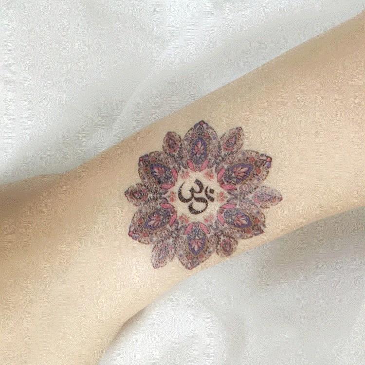 莲花om符号纹身一套符号神圣一套符号瑜伽 文化瑜见 6张贴纸