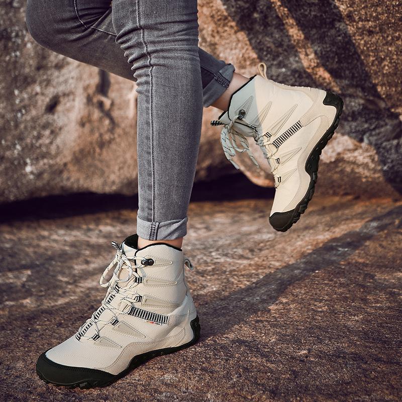新款换季雪地靴女皮毛一体反季真皮中筒情侣大码防水防滑学生棉靴