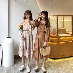 收腰显瘦波点连衣裙仙女春夏装2019新款荷叶边一字漏肩甜美雪纺裙