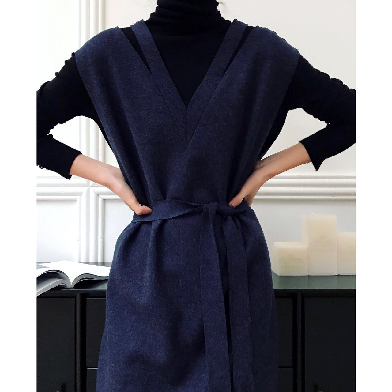 RAREST自制-18早春JI简设计前后双V领纸片人挖空长款针织连衣裙女