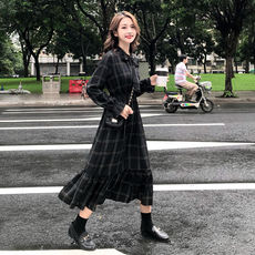 2018 autumn new retro wind Slim waist ruffled trumpet sleeves A word long dress female