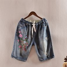 Korean version of washed white elastic waist embroidery flower jeans Summer pants five pants 0.34