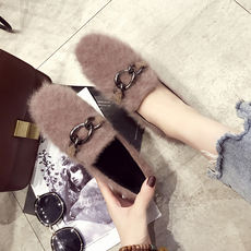 2018 new autumn and winter flat shoes shallow mouth single shoes women plus velvet metal buckle fur shoes wild peas scoop shoes