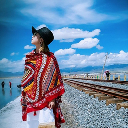 披肩民族风女夏季复古红色沙漠拍照波西米亚青海茶卡盐湖旅游围巾