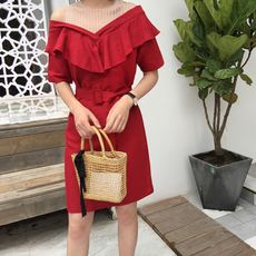 Fall in love with South Korea's fashion South Korea's summer fashion fine b into the girl's feeling of lotus leaf fight net strapless dress Q4952
