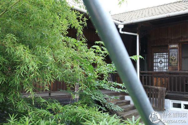 他把废弃的郊区木屋改成一座极美乡间小院