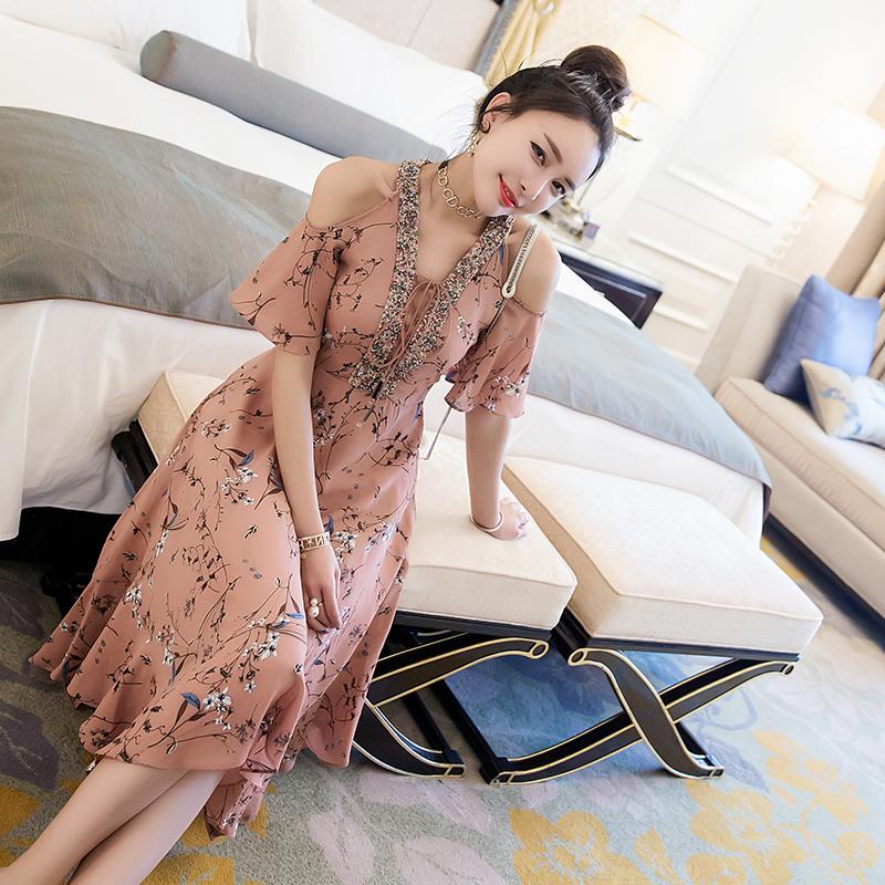 一件气质连衣裙,让你魅力十足