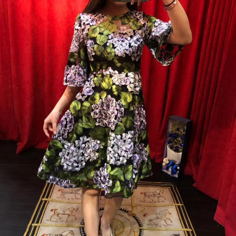 欧美2018春夏新款复古气质重工刺绣立体钉花中袖修身高端连衣裙