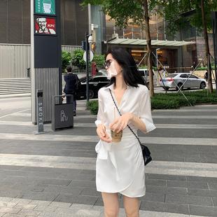 famous 2020夏季新品v领收腰绑带缎面珠光白月光女神衬衫连衣裙女