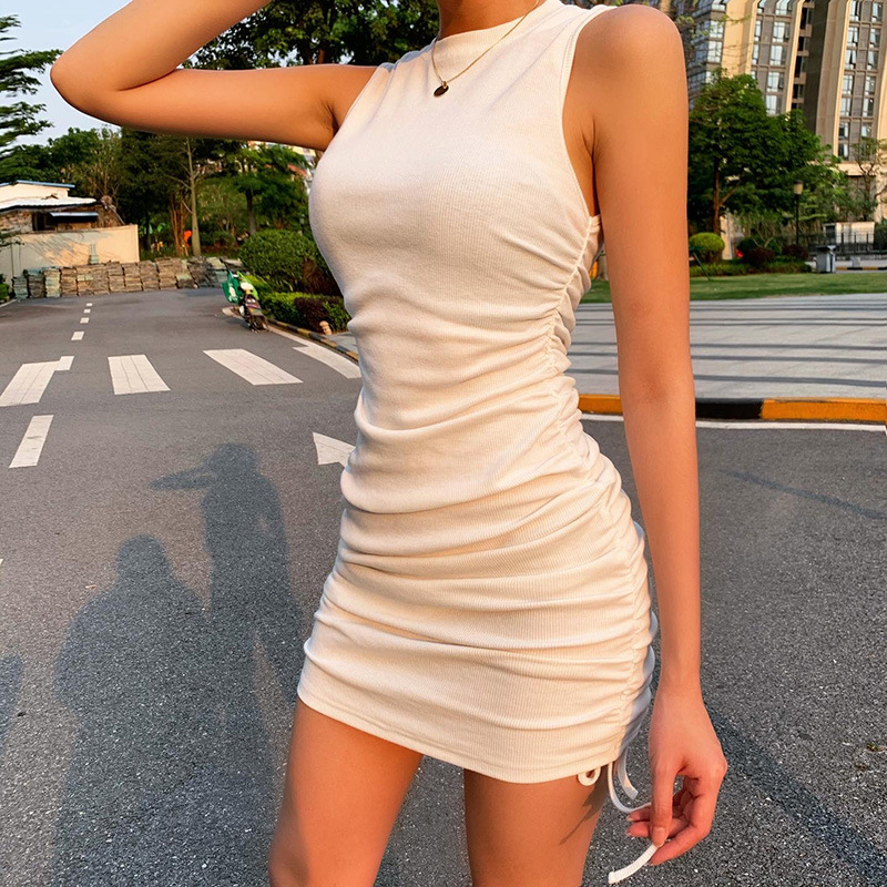 Skirt with pleats and a sleeveless wrap around the hips