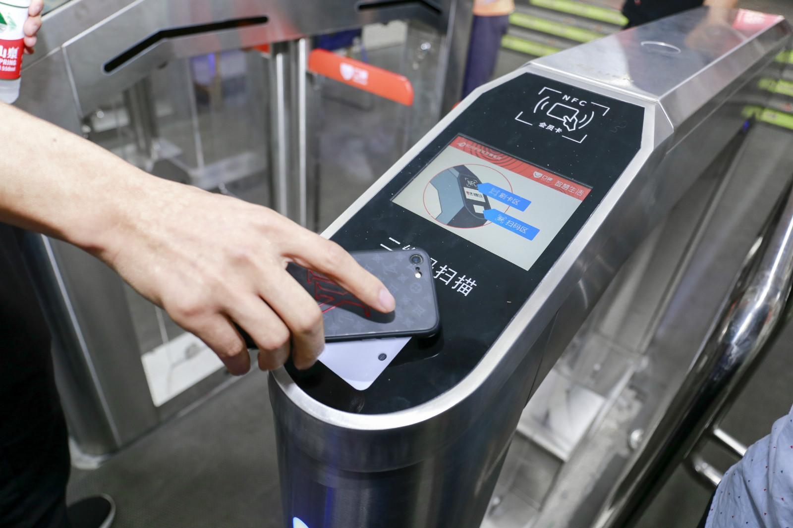 机器刷0元手机就能游泳全国首家智慧游泳馆亮相杭州