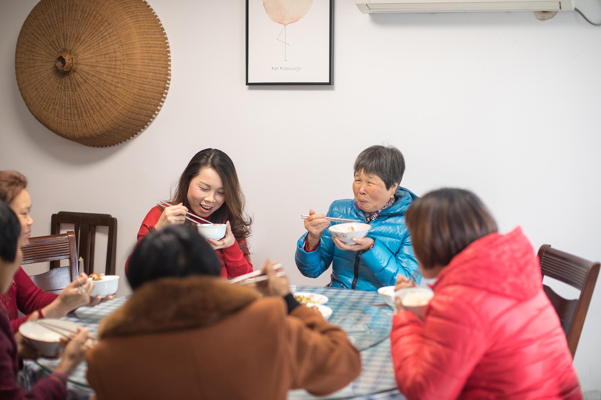 """平均60岁:即将消失的龙井采茶""""候鸟"""""""