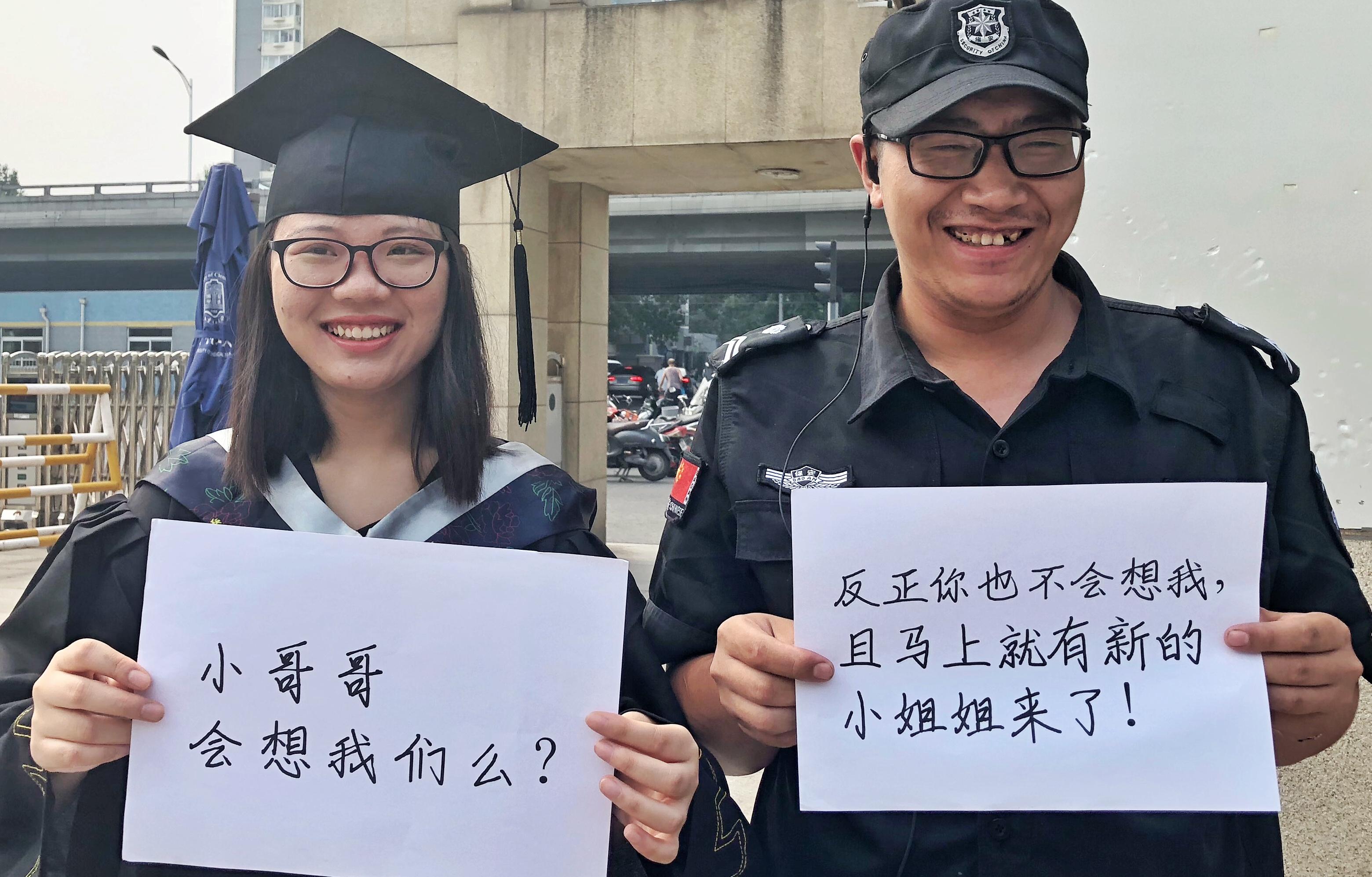 """大四女生毕业照致敬""""隐形人""""爆红网络"""