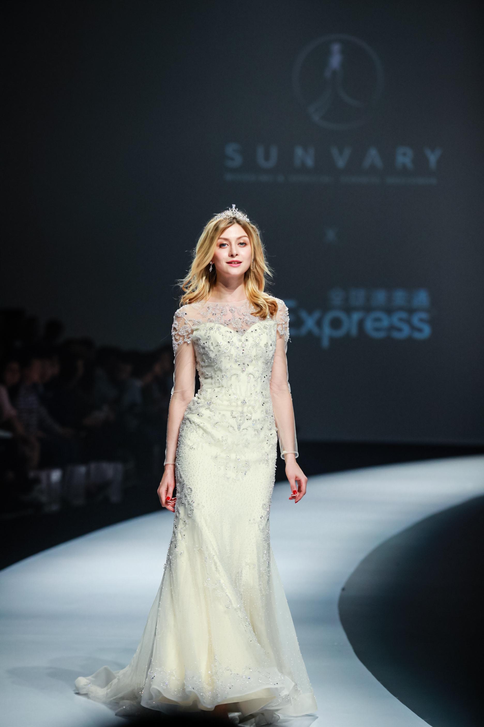 天价婚纱现身时装周 全球土豪线上围观
