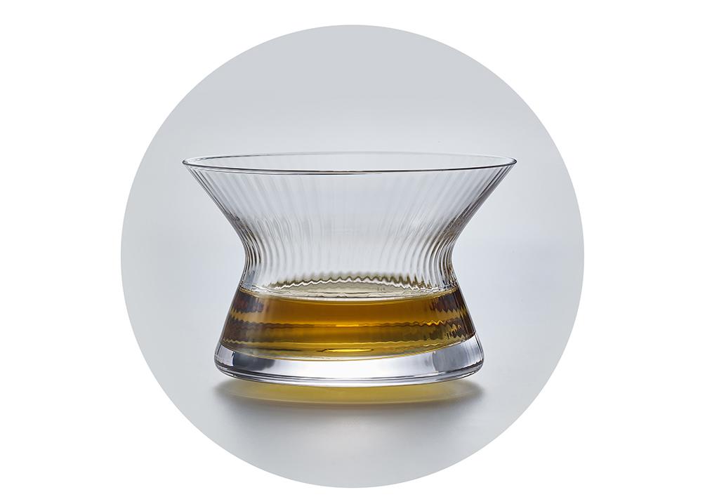 旋转的烈酒盏——这只酒杯会跳舞,真的很装腔