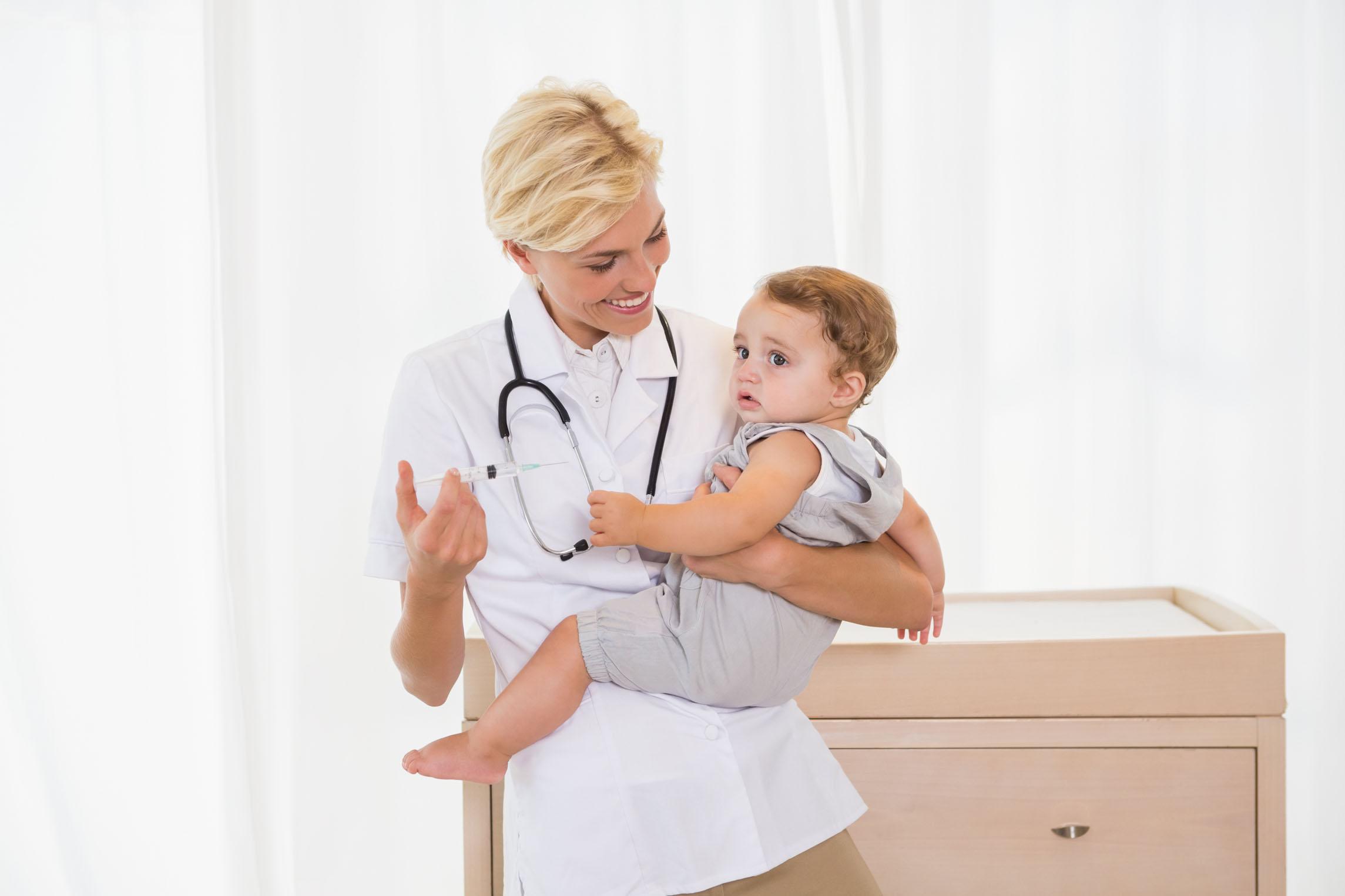 妈妈疑虑:自费疫苗到底该不该给孩子打?