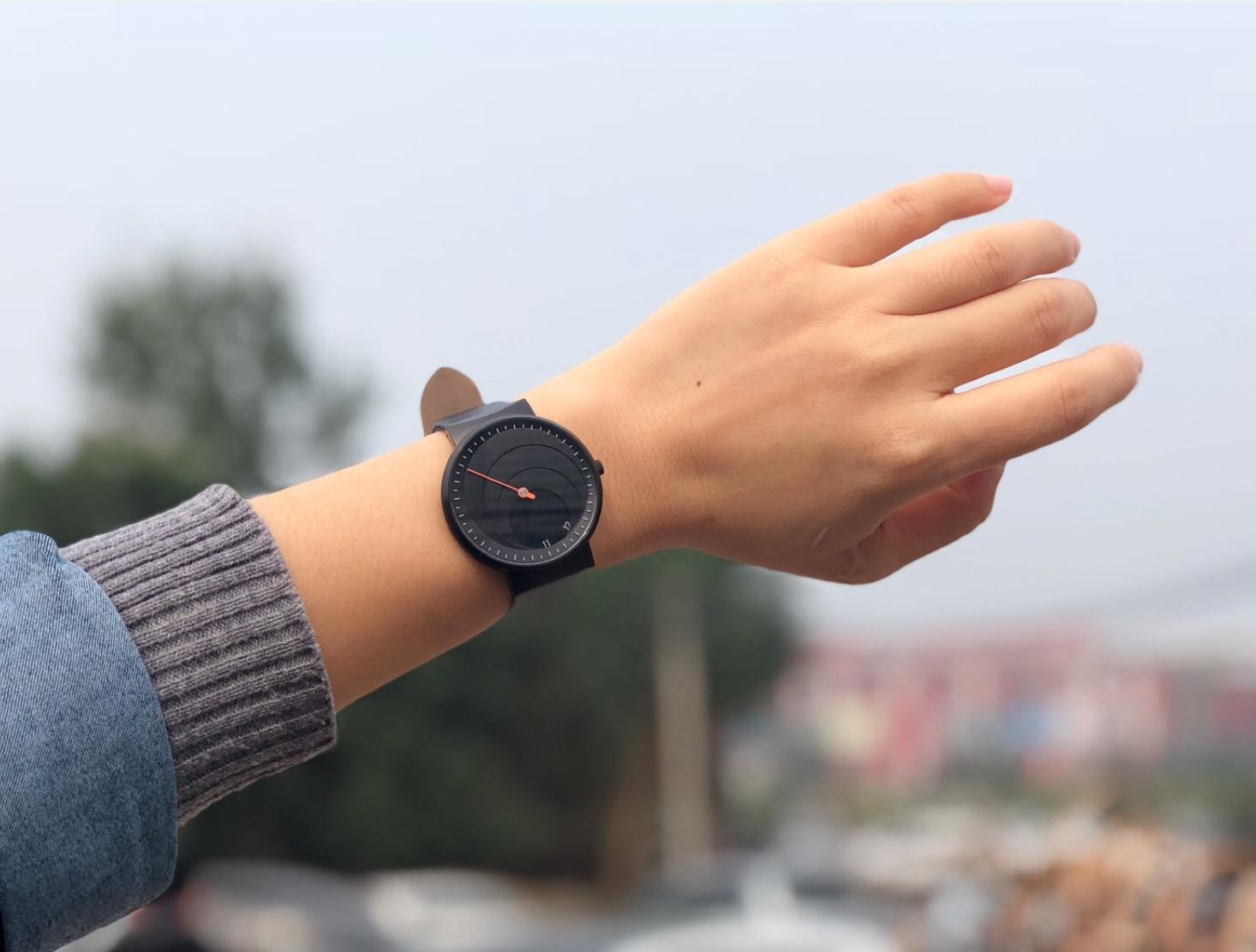 我把虫洞装进了手表里,抬手就是整个宇宙