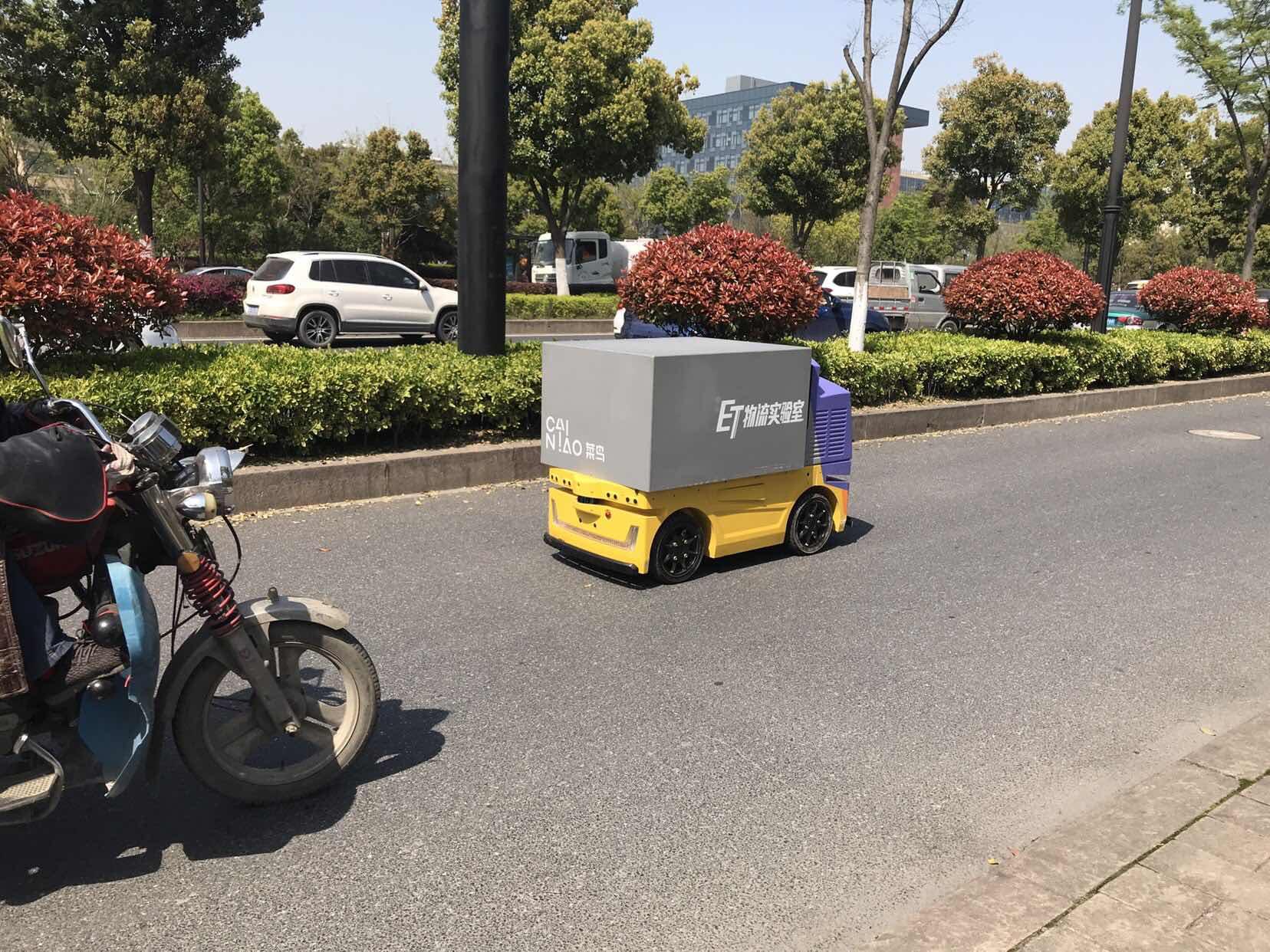 菜鸟配送机器人要商用!下一步是无人卡车