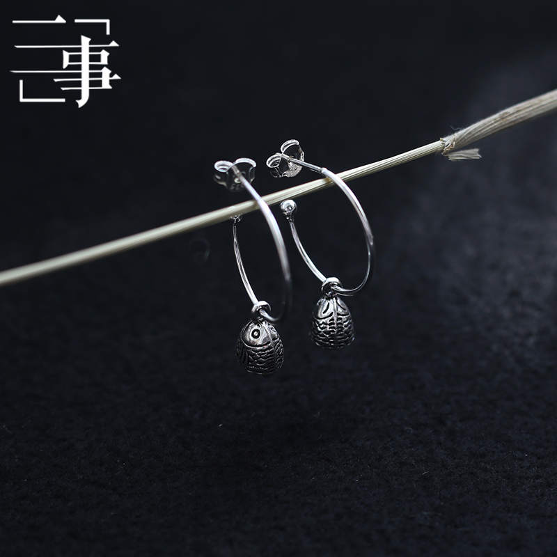 Aotou Sterling Silver S925 semicircular r ring line Koi big fish head earrings earrings are not easy to be allergic to national style