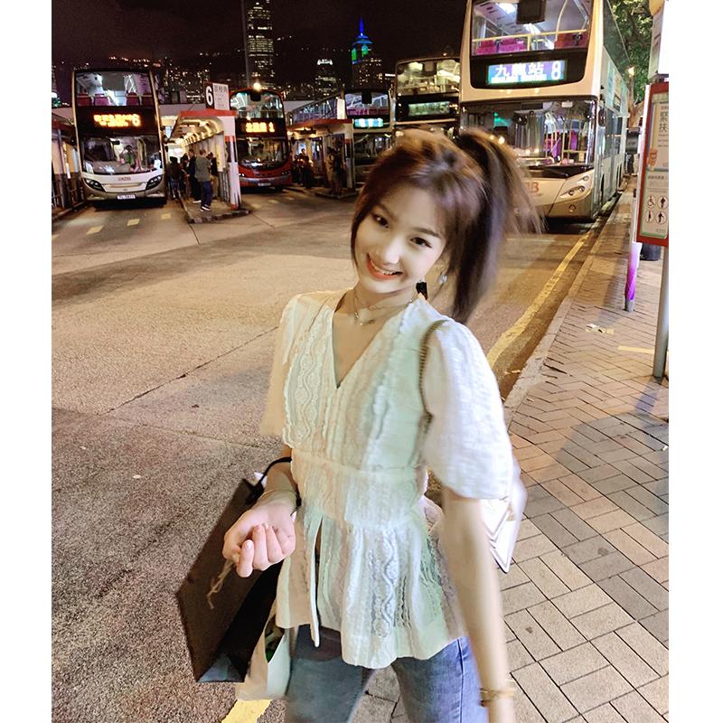 女装2019夏季新款气质V领很仙的白色蕾丝衬衫韩版设计感小众上衣