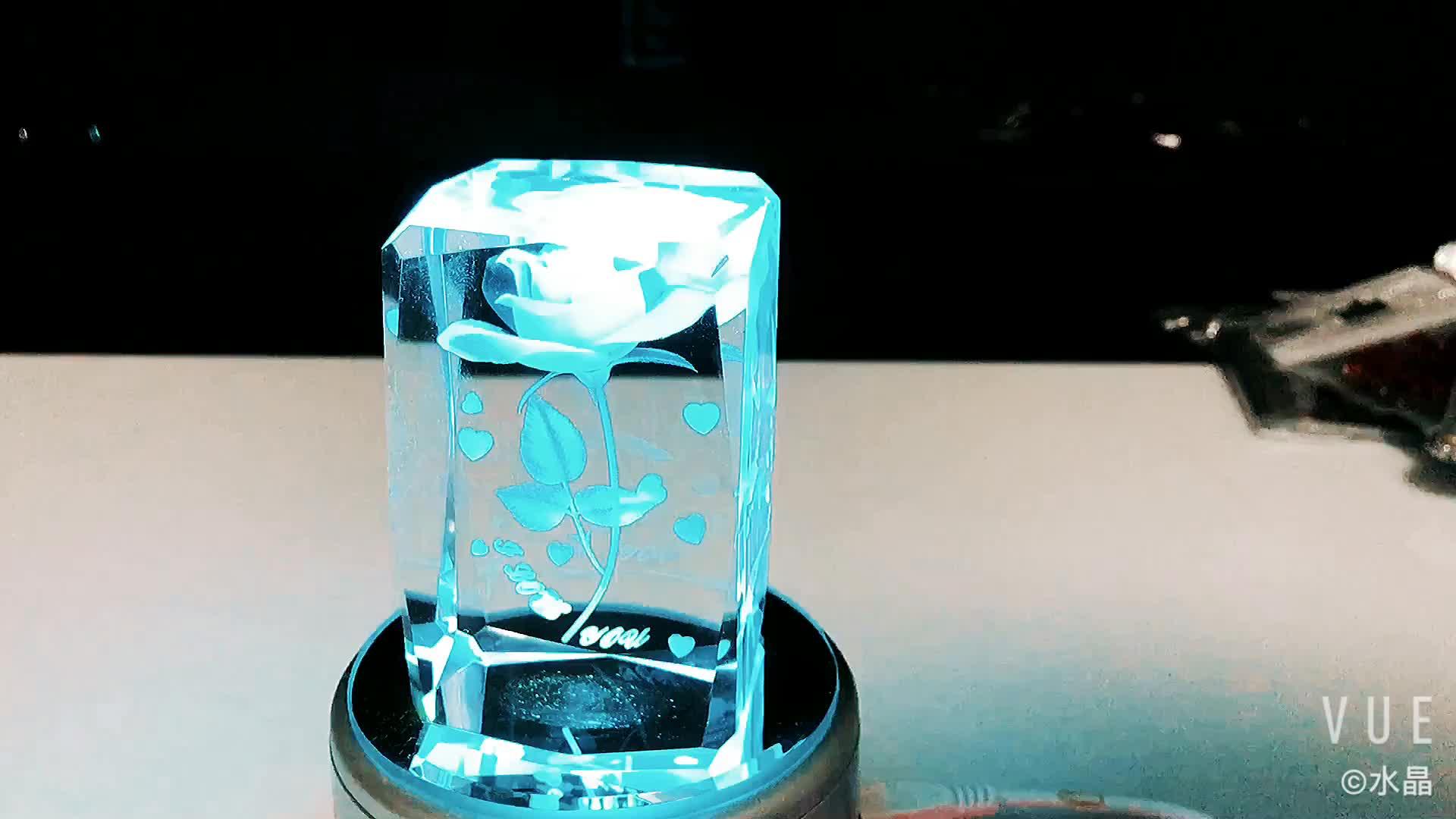 Commercio all'ingrosso K9 di Cristallo di Vetro Rosa Incisa Al Laser 3d Cubo di Cristallo Regali di Nozze Per Gli Ospiti