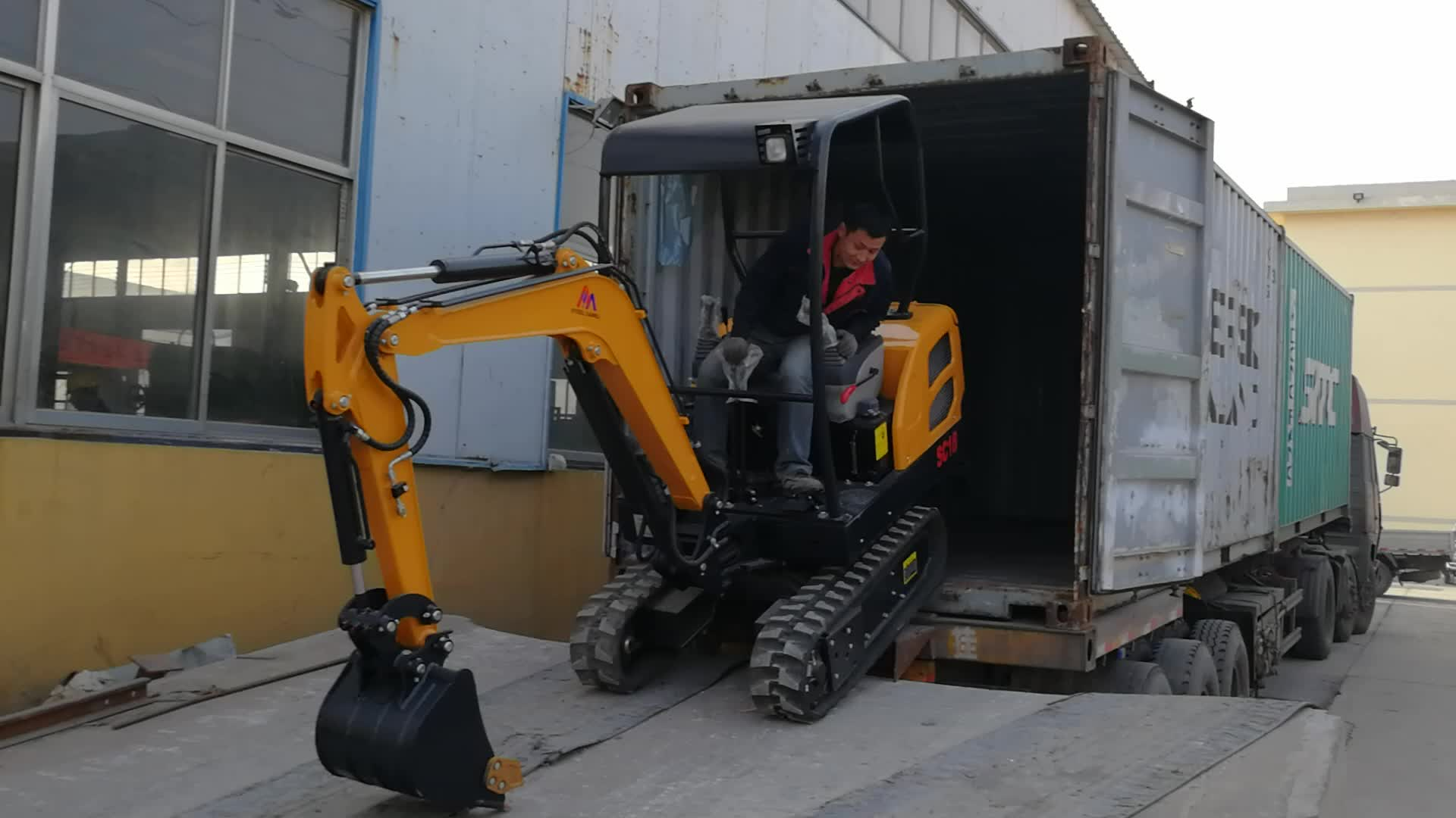Small towable backhoe excavator 2 ton rubber track excavator for sale
