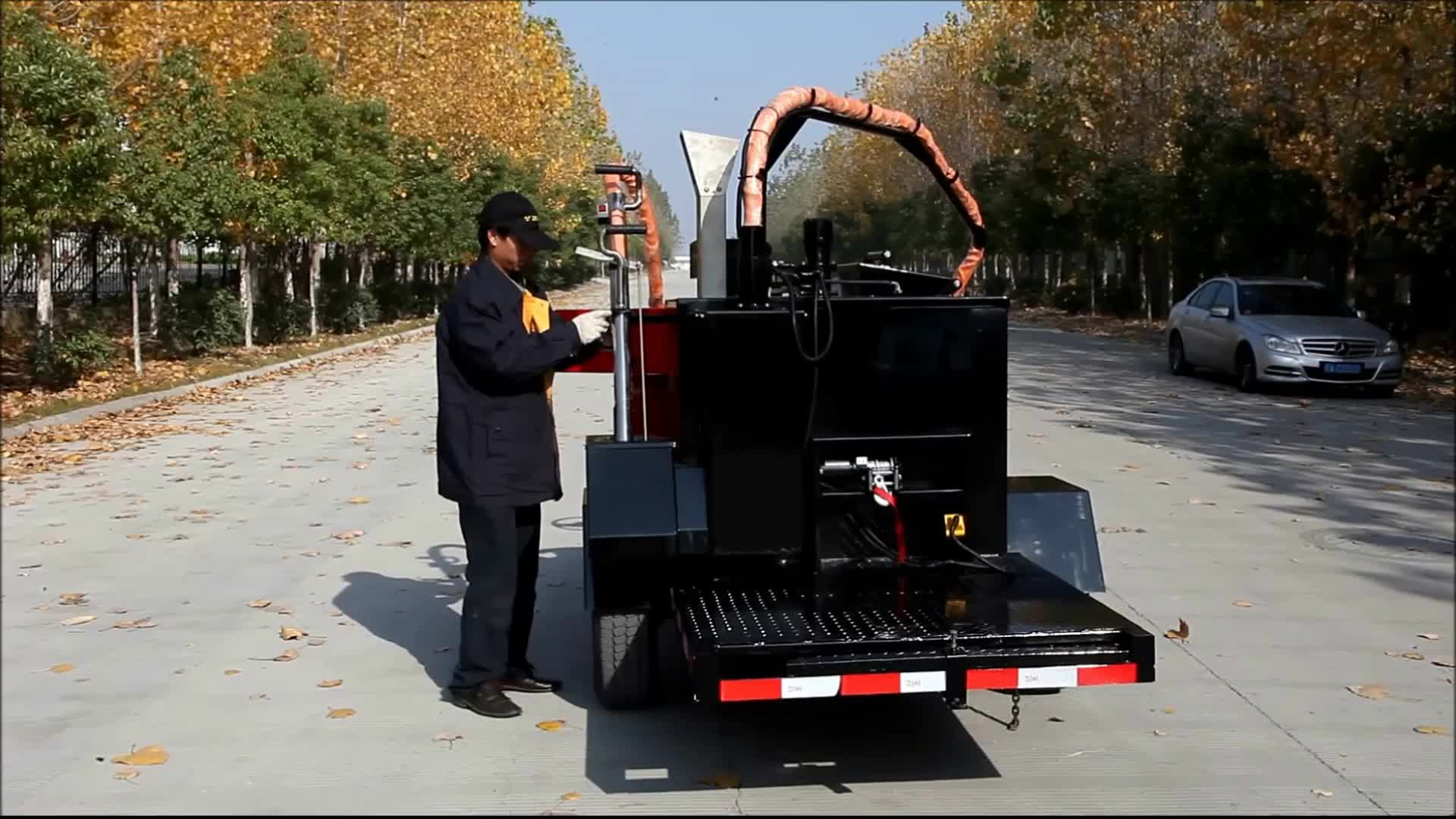 Road crack filling and sealing machine driveway road Construction equipment road breakdown crack processing