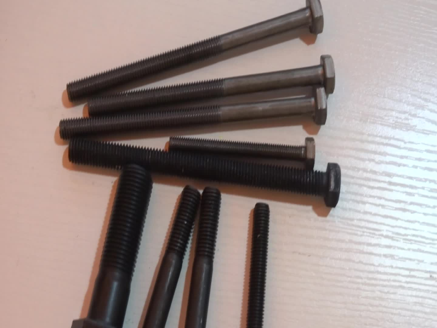 8.8 Grade Black Surface Treatment Hex Bolts And Nuts