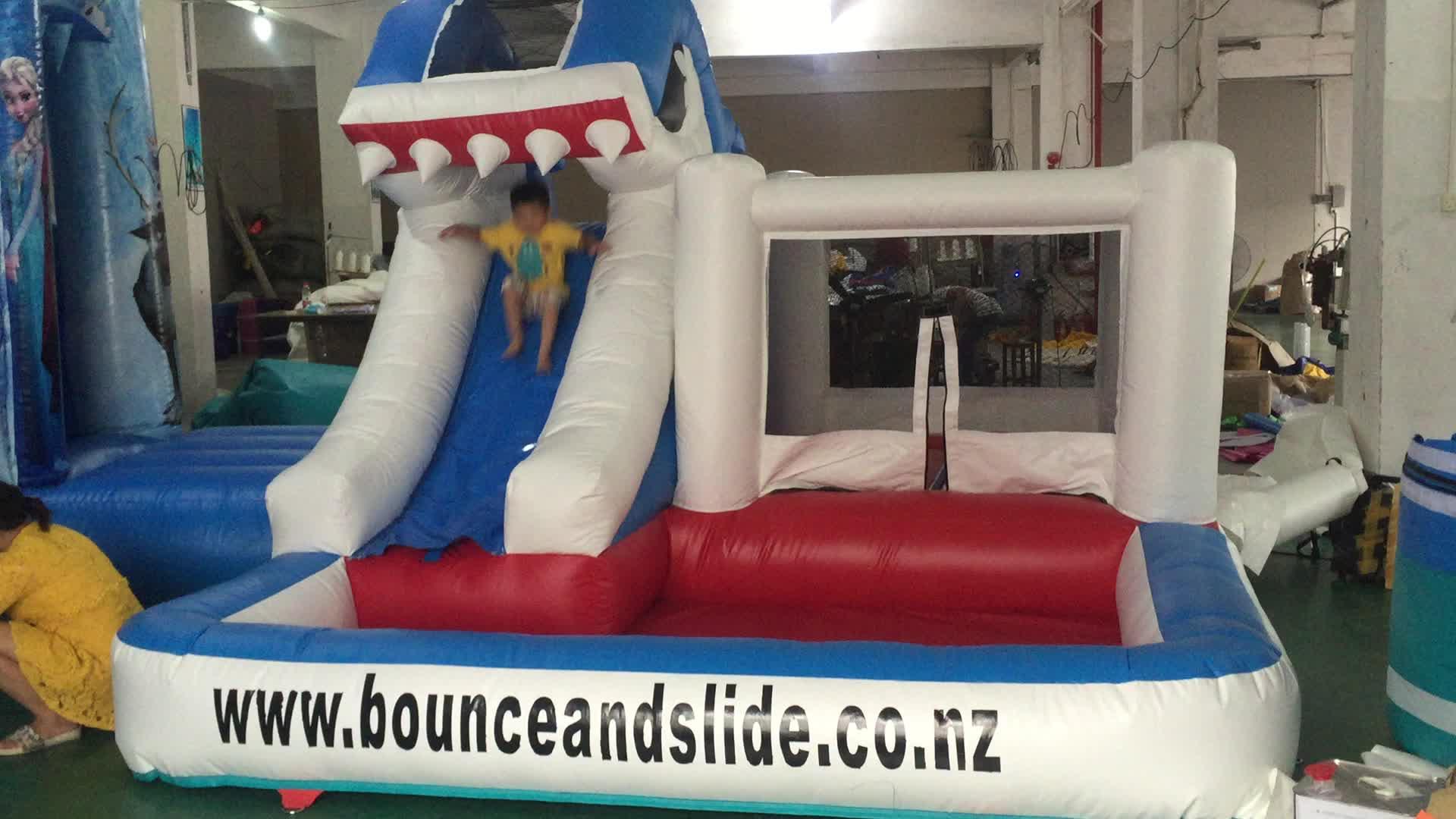 Popularfactory preço blue shark slide bouncer inflável para as crianças/piscina de água inflável slides castelo preço