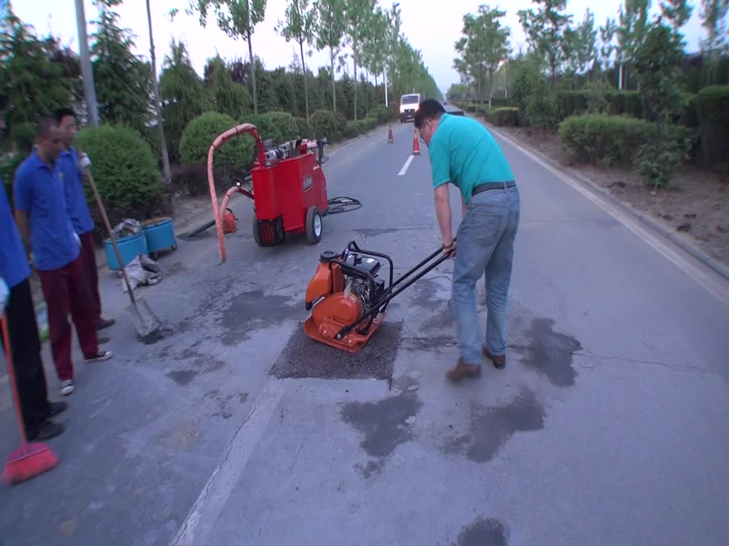 asphalt tamping machine for road crack trailing type bitumen sealer electric motor crack grouting machine
