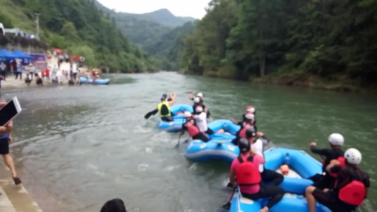 A Yellow Raft In Blue Water Quotes: 6 Person Commercial Grade Rafting Boats