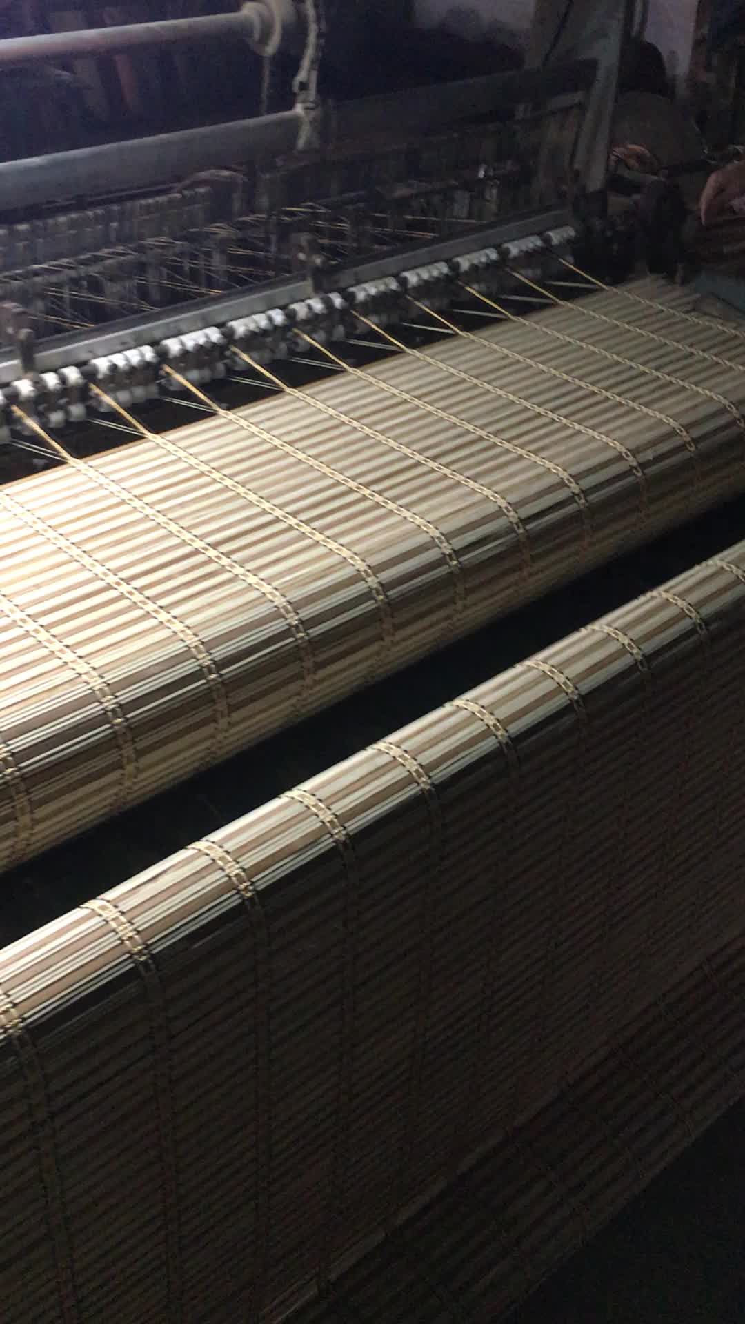 Janela de bambu angustiada persiana cega
