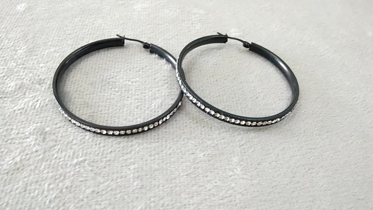 New Design CZ Crystal Black Plated Striped Sand Blasted Hoop Earrings