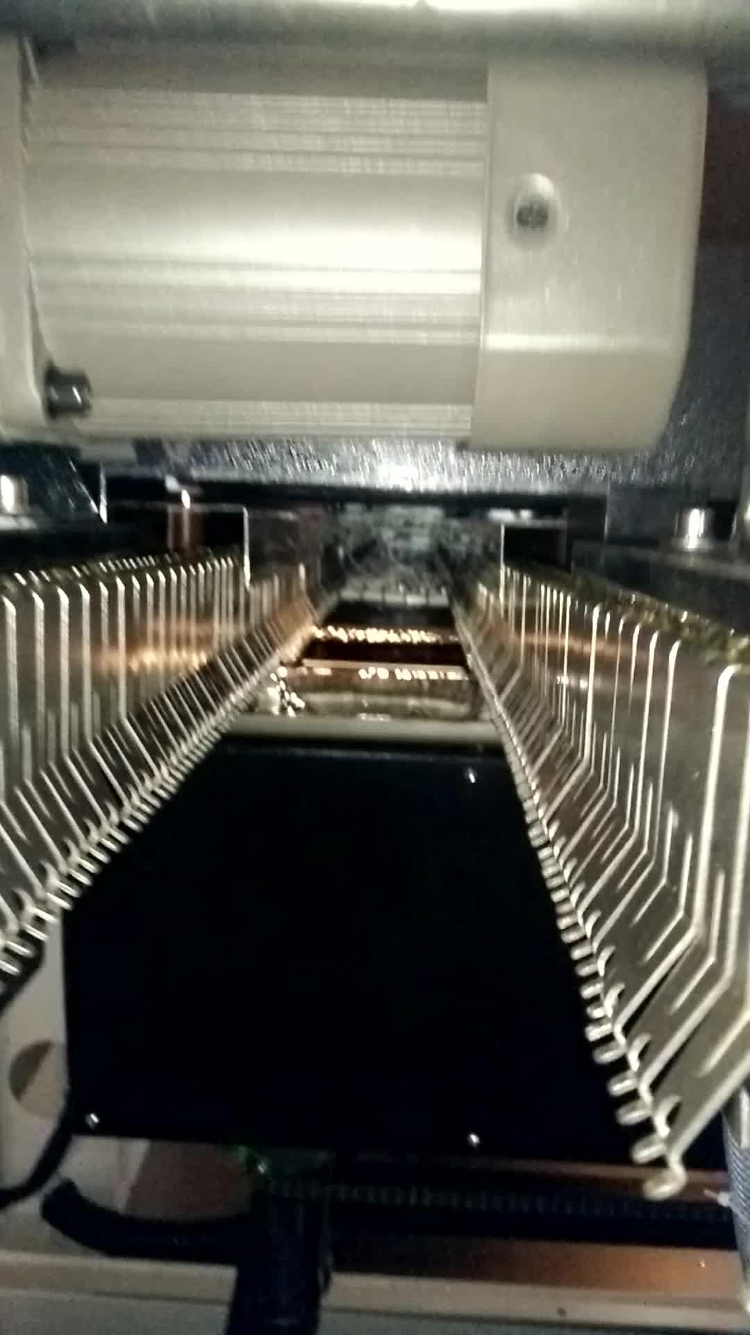 재규어 SMC 실린더 플럭스 스프레이 세 예열 영역 납땜에 기계