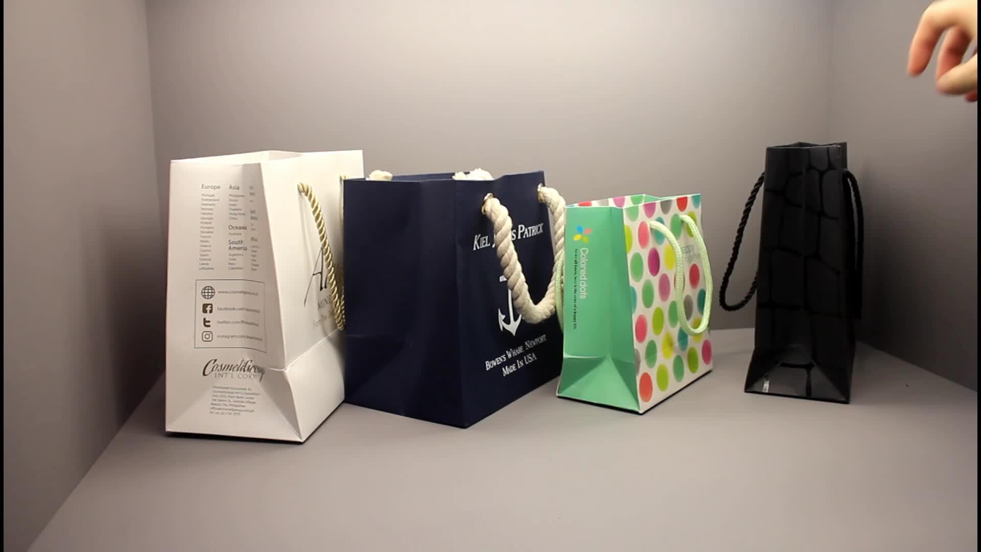 Kualitas tinggi Dan Mewah Disesuaikan Hitam Dicetak Hadiah Tas Belanja Kertas Mewah