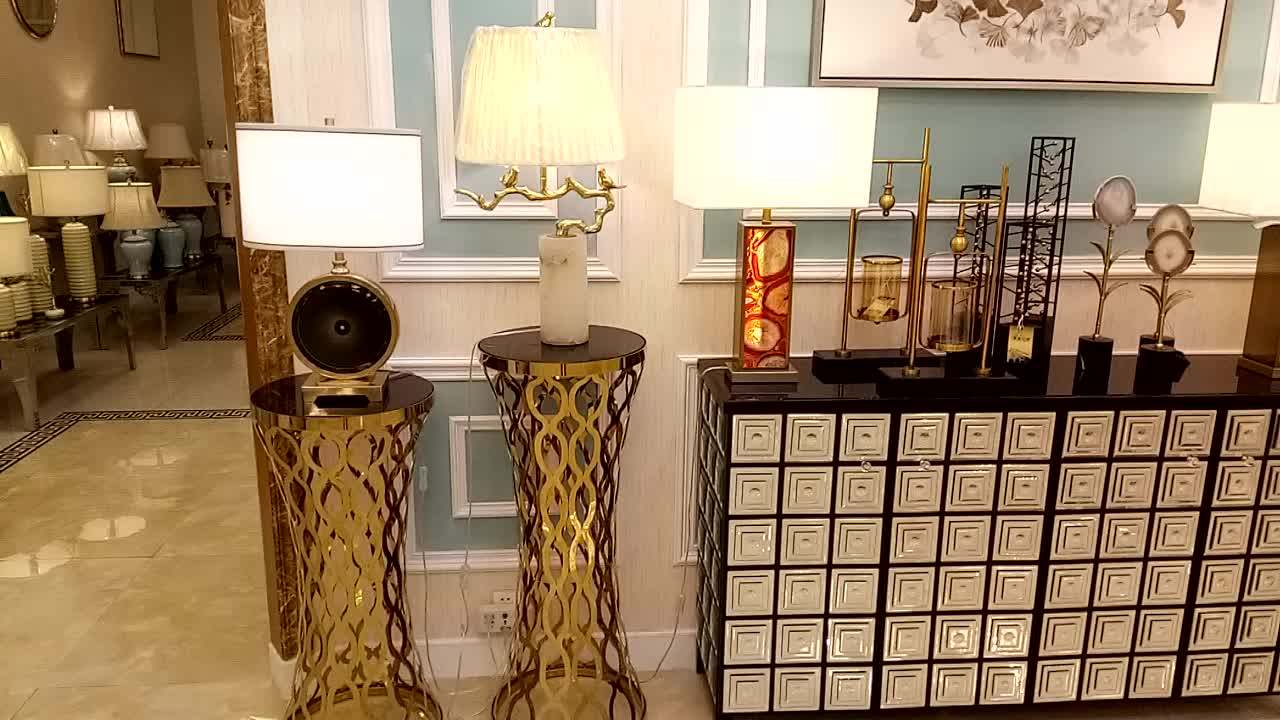 2017 new designing customized modern Metal Decoration Hotel Table Lamp living room led bedside metal table lamp