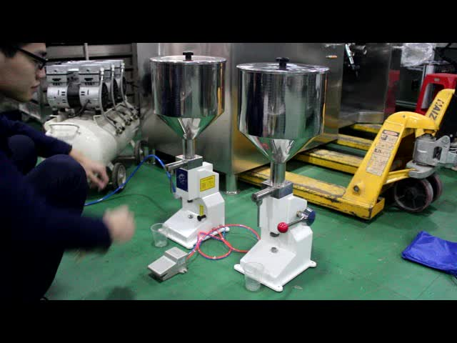 Small lowest price bottle juice manual filling machine