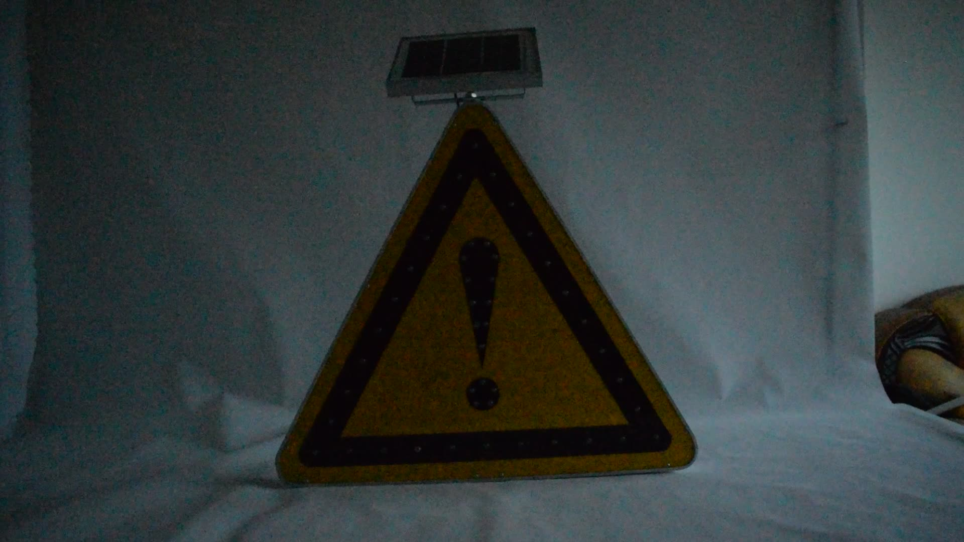 Triangle Solar Traffic Warning Sign Plate With Pavement Symbol For