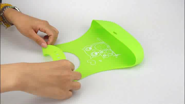 2019 Amazon Wholesale Manufacturer FDA Approval Comfortable Roll Up Washable Waterproof Baby Silicone Bib With Pocket
