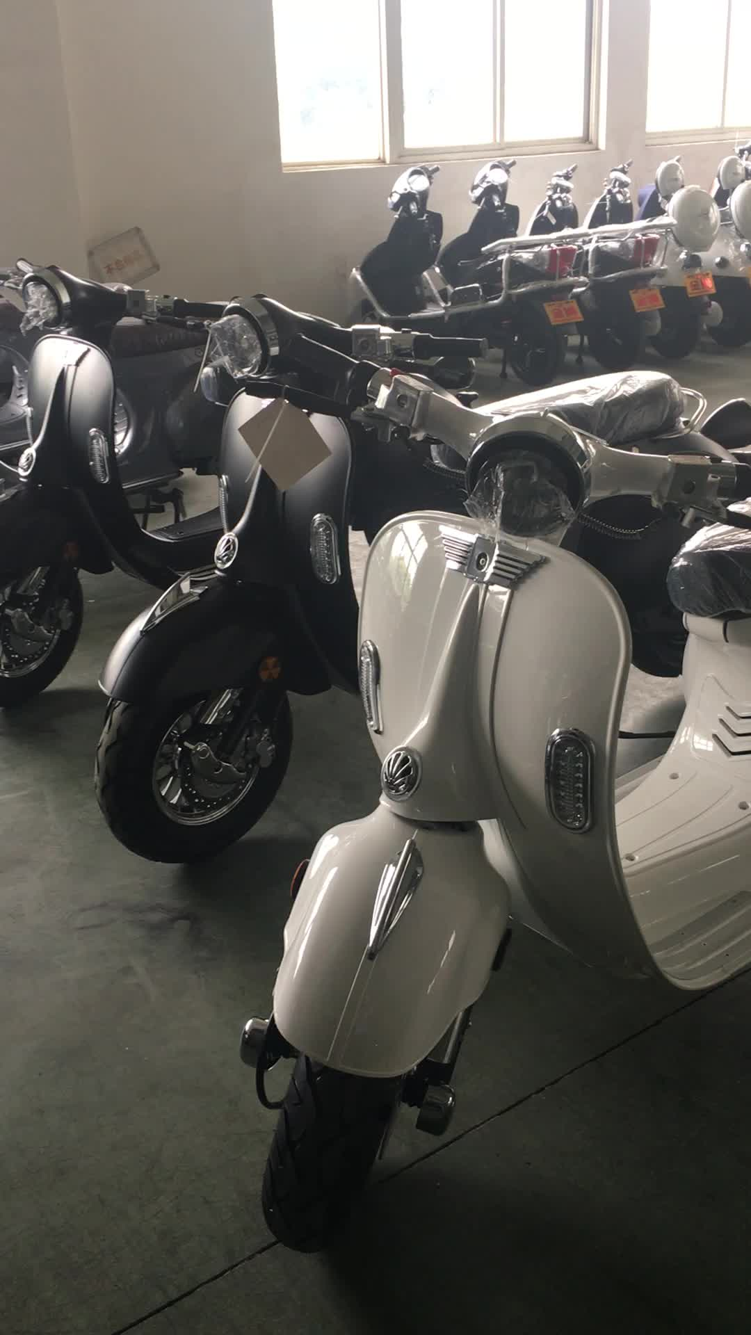 eec approval 2000w Electric scooter with movalbe lithium battery