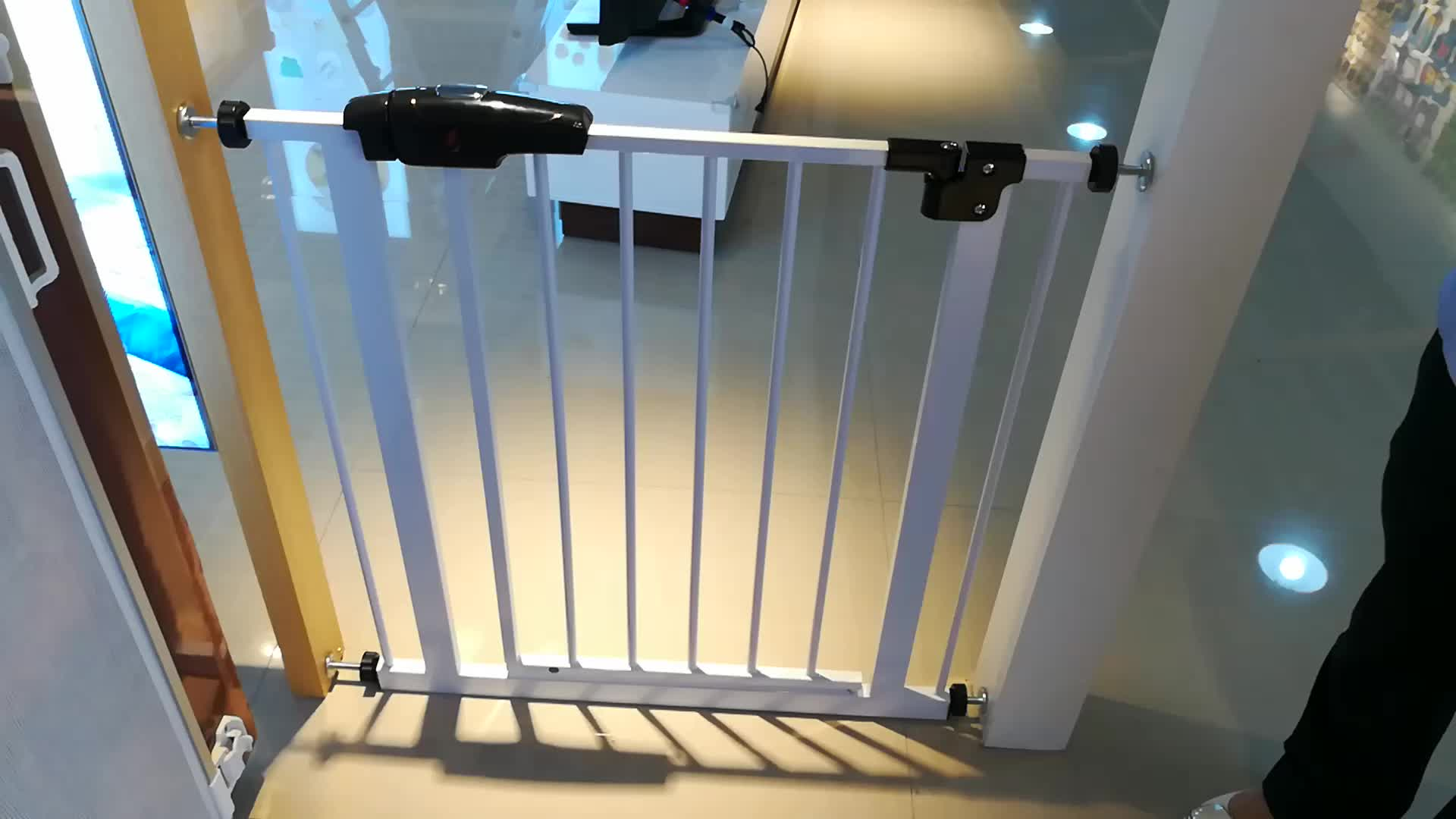 Wood Adjustable Baby Door Barriers Safety Gate Expandable