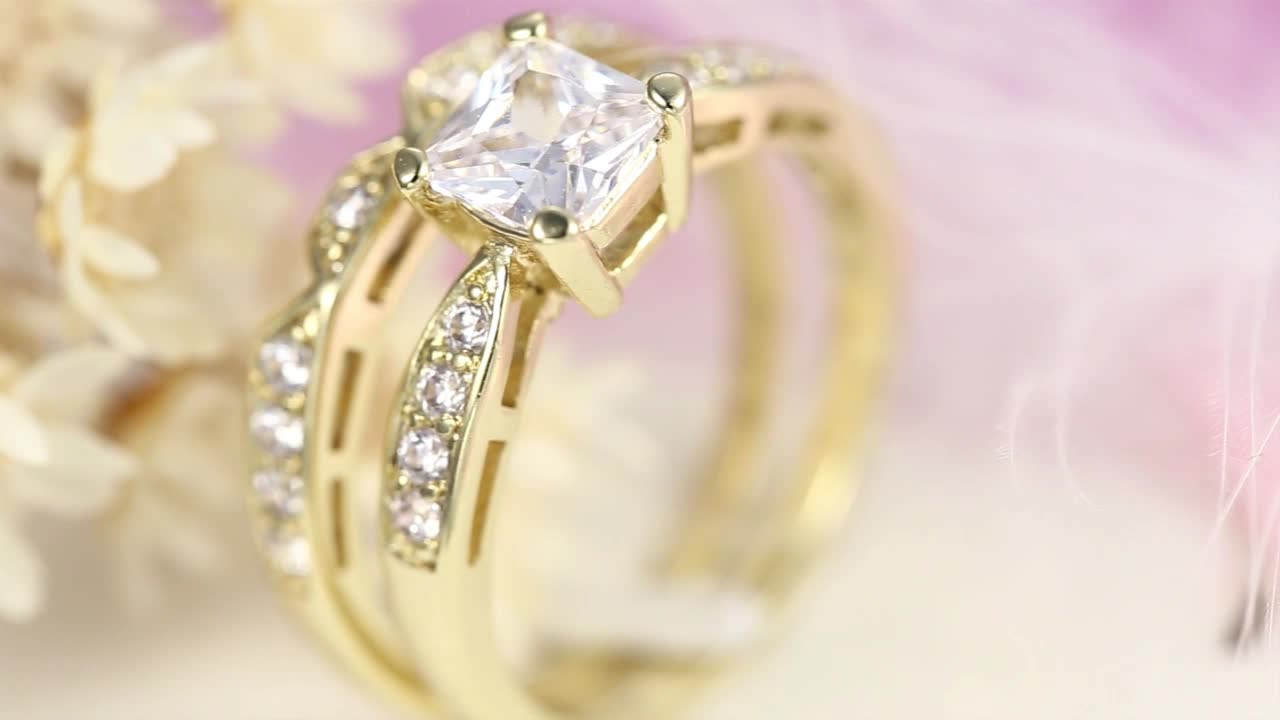 ring product cathedral solitaire design center with platinum princess white a carat shown cut engagement diamond gold